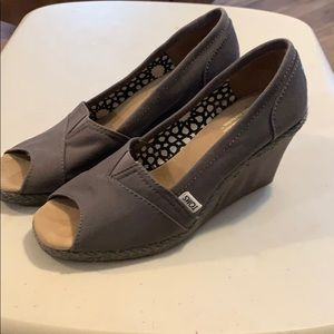 Ladies size 9 Toms Peep Toe Shoe